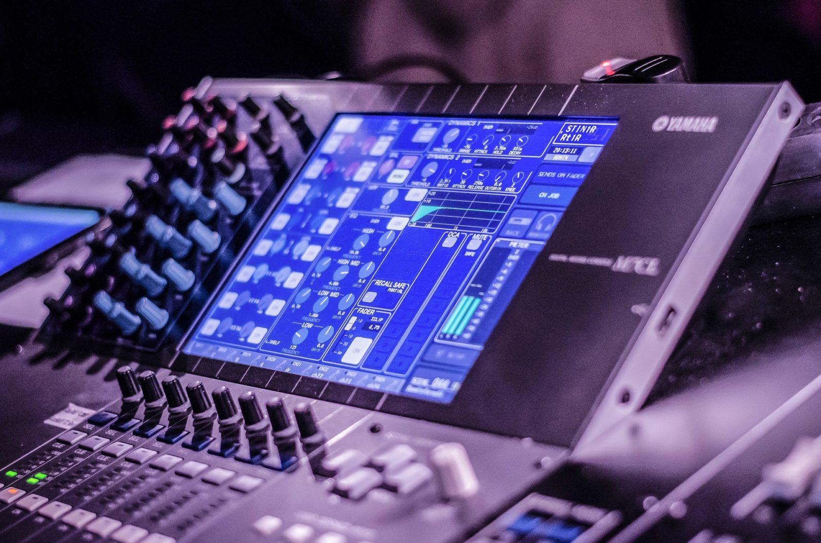 digital audio mixer display screen